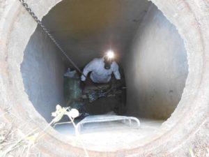 Introduction du train de lampe dans la canalisation